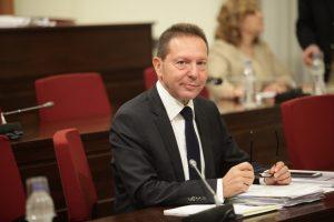 Ο Γ. Στουρνάρας ζήτησε μείωση των τιμών στα αεροπορικά εισιτήρια