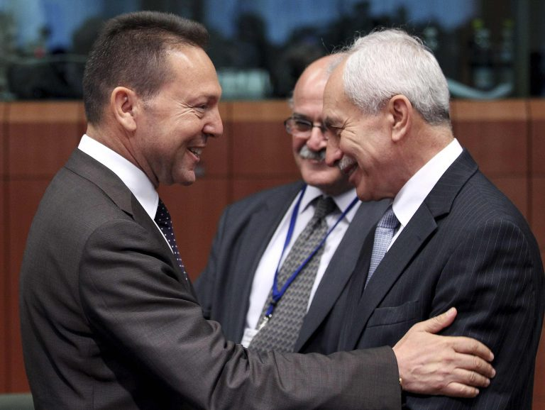 Αποκρατικοποιήσεις και μειώσεις μισθών υποσχέθηκε στο Eurogroup ο Στουρνάρας – «Εφαρμόστε το πρόγραμμα κι από Σεπτέμβρη βλέπουμε για επιμήκυνση» | Newsit.gr