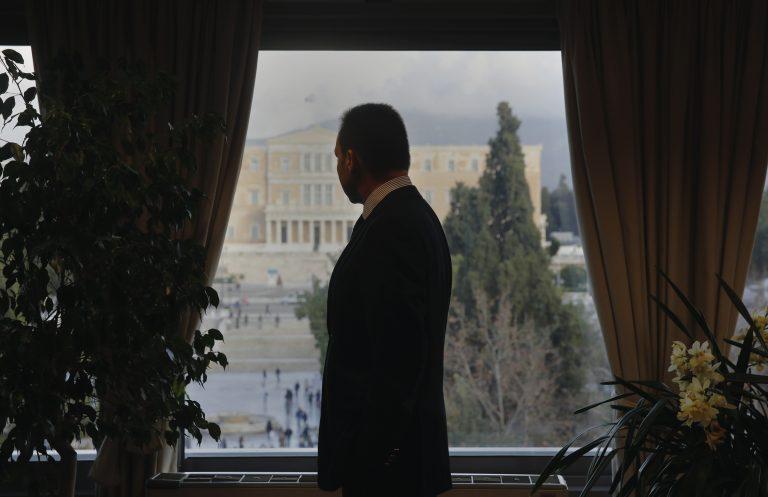 Η φωτογράφηση του Στουρνάρα για το Reuters | Newsit.gr