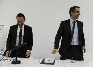 """""""Συναγερμός"""" στη ΝΔ για εκροή καταθέσεων και capital controls – Συνάντηση Μητσοτάκη με Στουρνάρα"""