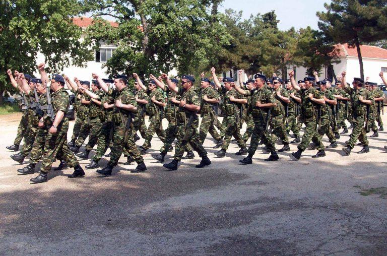 Οι φαντάροι θα μπορούν να παραμείνουν στο στρατό με μισθό | Newsit.gr