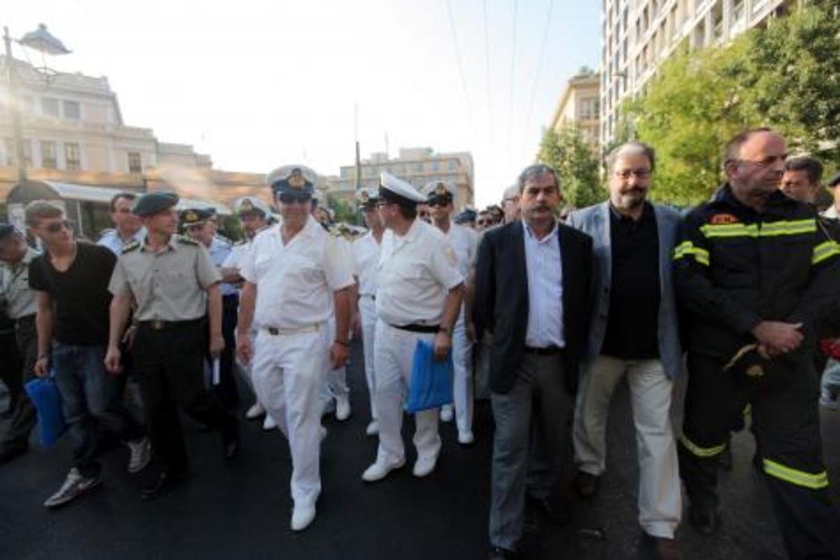 Σε νέα «μαζική κινητοποίηση» οι στρατιωτικοί, λόγω περικοπών! | Newsit.gr