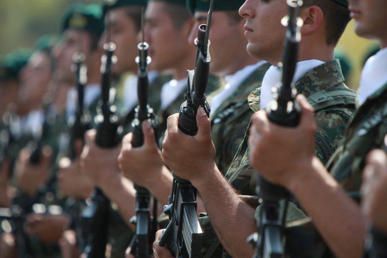 «Πάνω από 50% οι μειώσεις στους στρατιωτικούς». Ένας ανθυπολοχαγός γράφει | Newsit.gr