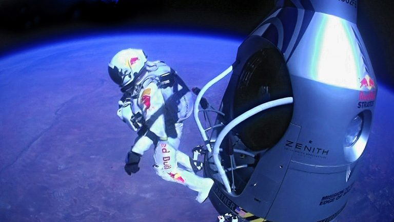 RED BULL STRATOS: Τα 4:19'' της ελεύθερης πτώσης από το διάστημα (ΦΩΤΟ & VIDEO) | Newsit.gr
