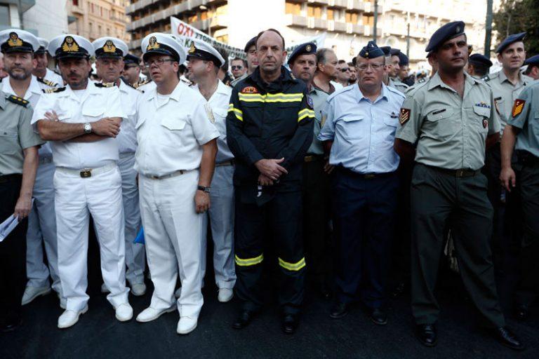 Έγγραφο ντοκουμέντο εξηγεί πως έγινε από την τρόϊκα η »σφαγή» στους μισθούς στρατιωτικών και αστυνομικών | Newsit.gr