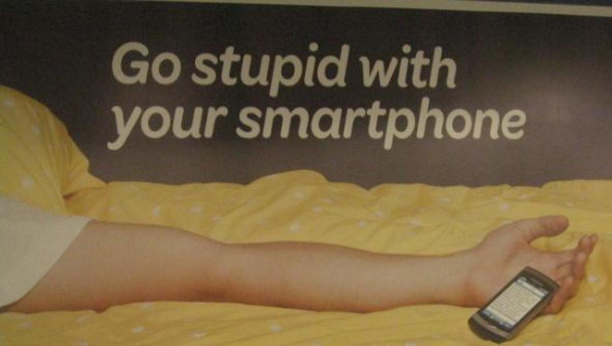 Τα έξυπνα τηλέφωνα μας κάνουν χαζούς!   Newsit.gr