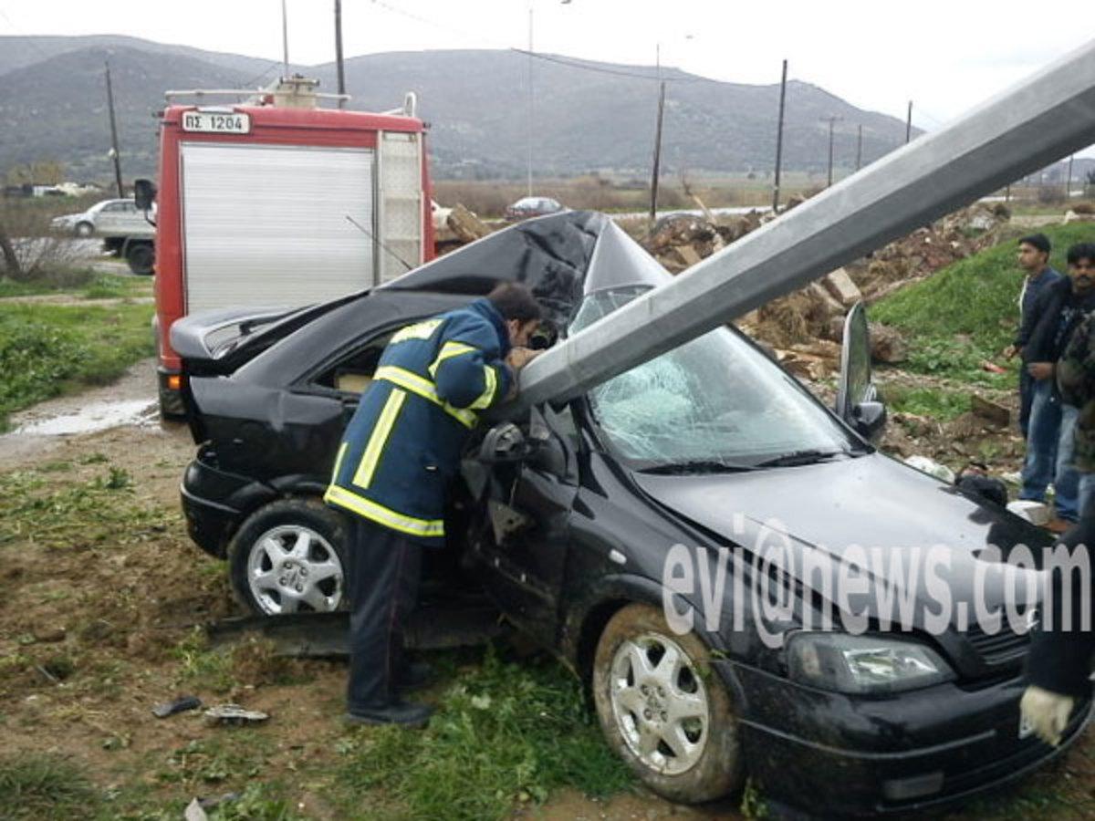Τραγωδία στα Κόσκινα – Αυτοκίνητο καρφώθηκε σε στύλο | Newsit.gr