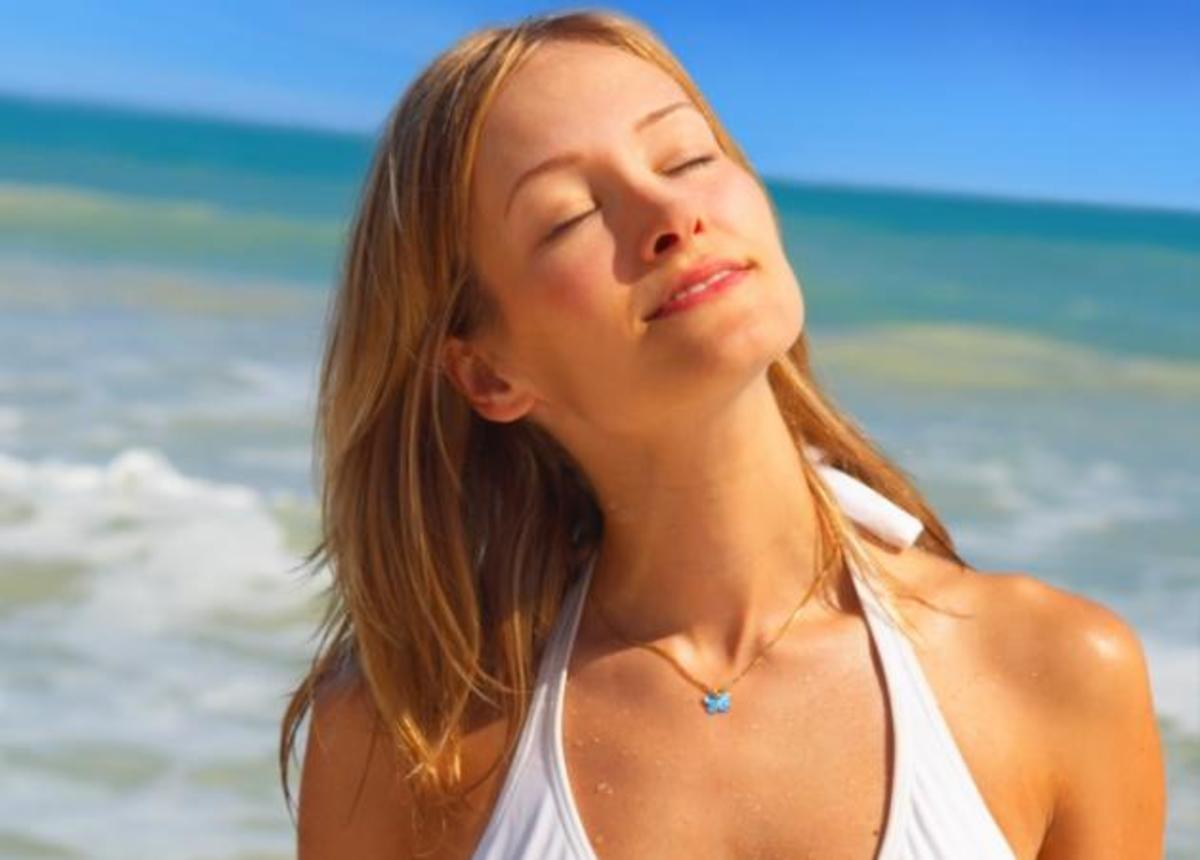 Μήπως η αγάπη σου για την ηλιοθεραπεία σε δείχνει 20 χρόνια μεγαλύτερη; | Newsit.gr