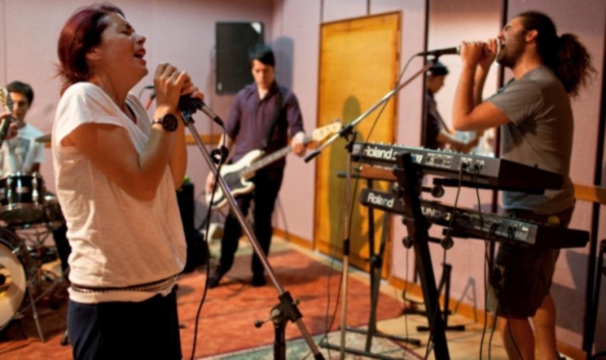 Σ. Χατζηαργύρη: Οι τελευταίες πρόβες της μπάντας της πριν τη μεγάλη συναυλία με τους Red Hot Chili Peppers! Φωτογραφίες | Newsit.gr