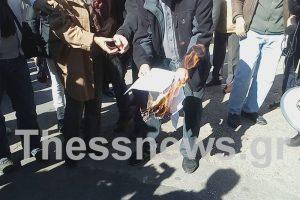 Συντάξεις: Έβαλαν φωτιά στις επιστολές Κατρούγκαλου [pics, vid]