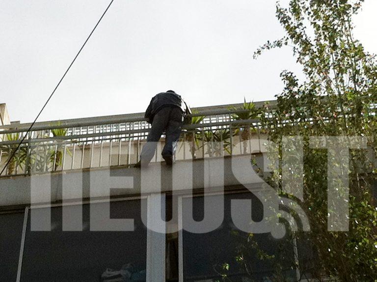 Αίσιο τέλος για τον Ιρανό που απειλούσε να πηδήξει από τον 4ο όροφο | Newsit.gr