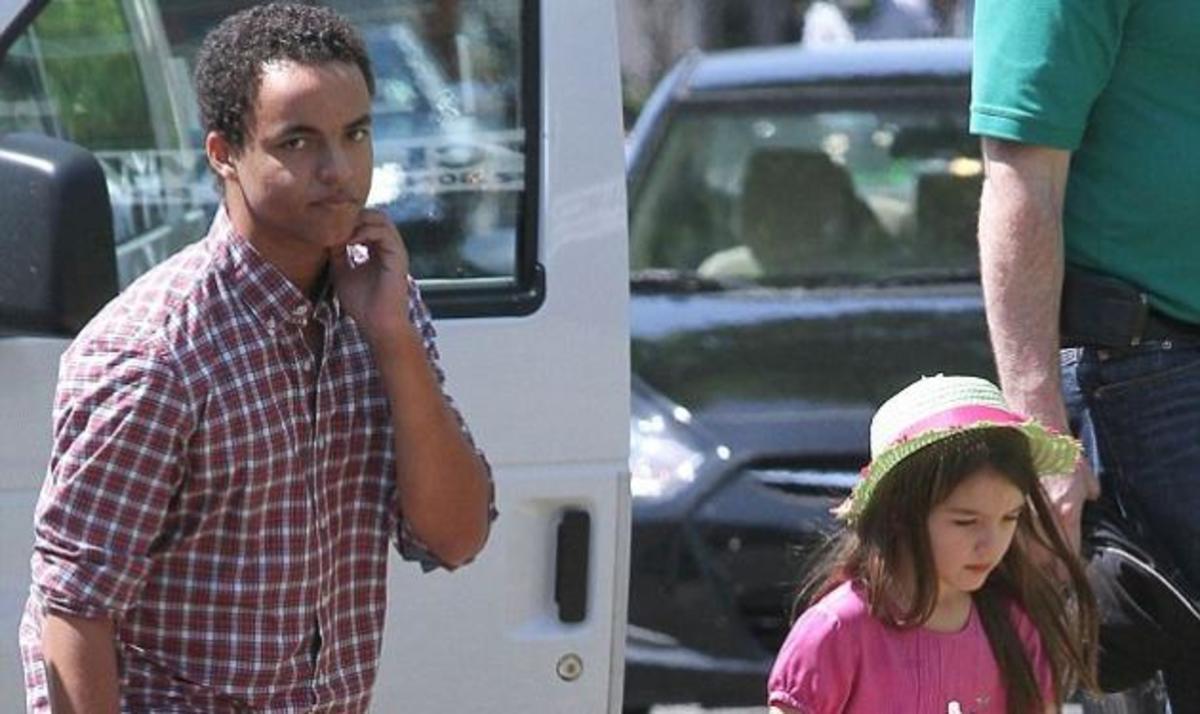 Αυτός είναι ο 17χρονος αδερφός της Suri Cruise! Δες photo από τις βόλτες τους! | Newsit.gr