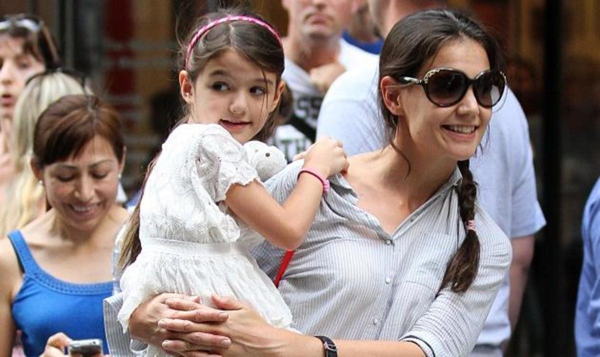 Όλα για την μικρή Suri! Με τον μπαμπά στην Disneyland και με την μαμά στο μουσείο | Newsit.gr