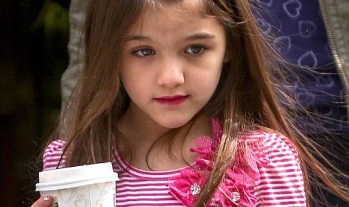 Τι κι αν είναι μόλις 6; Η Suri βγαίνει από καφετέρια με βαμμένα νύχια και κραγιόν!   Newsit.gr