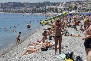 Euro 2016: Kαυτές οπαδοί τα… πέταξαν στις παραλίες της Νίκαιας (ΦΩΤΟ)