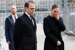 Στοκχόλμη: Κατέρρευσε η πριγκίπισσα Βικτώρια! Με δάκρυα στα μάτια στον ματωμένο πεζόδρομο [pics, vids]