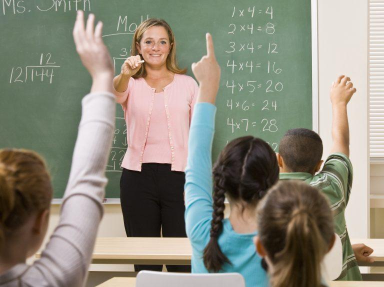 Αντιδρά η ΟΛΜΕ για τα 8ωρα και τα μαθήματα του Σαββάτου στα σχολεία | Newsit.gr