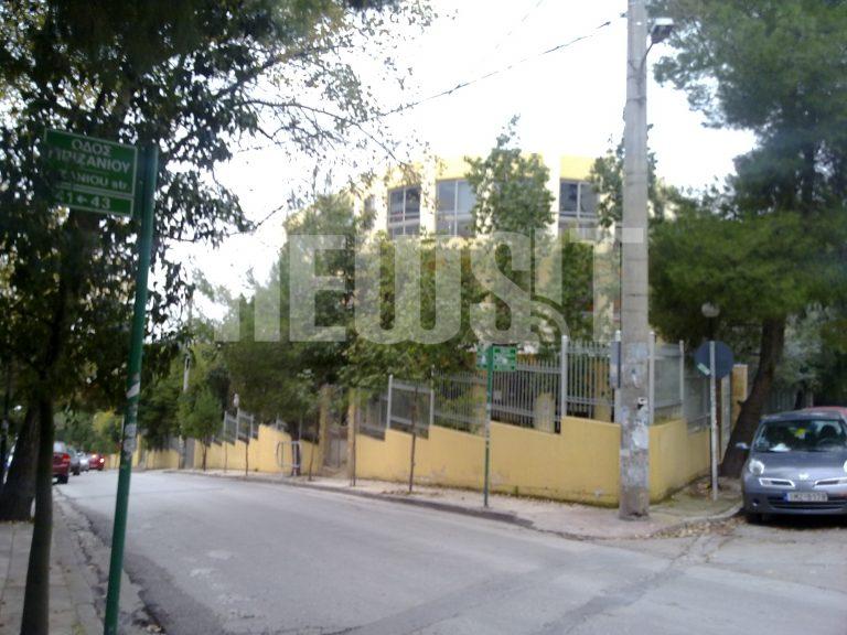 «Βουτιά» θανάτου από μαθητή μέσα στο σχολείο του | Newsit.gr