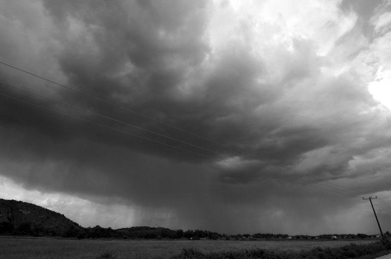 «Τρελός» καιρός με ζέστη και βροχές!   Newsit.gr