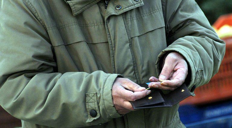 «Τσεκούρι» έως 240€ στις συντάξεις από 1η Ιανουαρίου – Μέχρι και 83% κάτω τα εφάπαξ | Newsit.gr