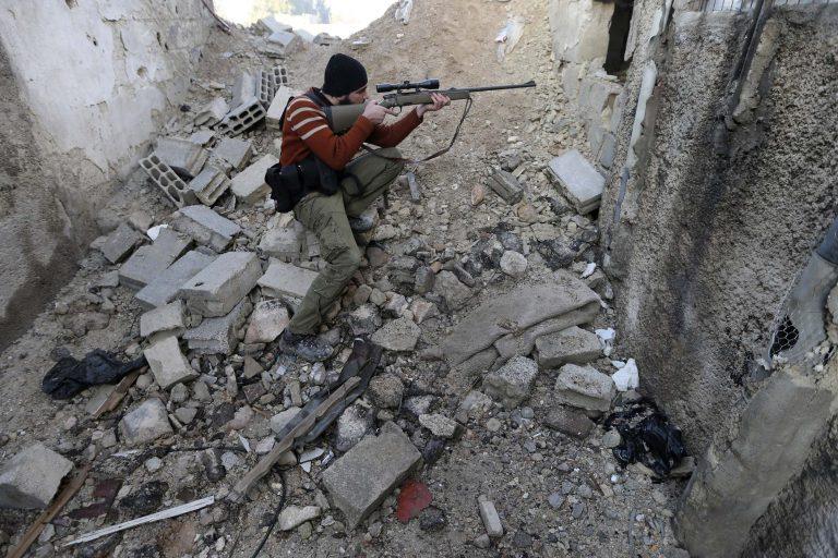 Αυξάνονται συνεχώς τα νεκρά παιδιά από τους βομβαρδισμούς στη Συρία | Newsit.gr