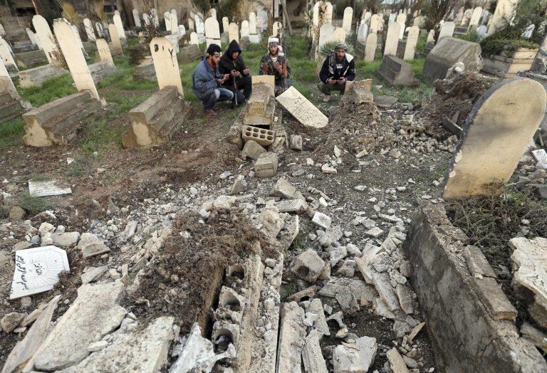 Οι αντικαθεστωτικοί κατηγορούν τη Δαμασκό για τη σφαγή 106 αμάχων   Newsit.gr