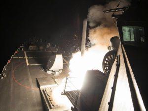 Συριακή τηλεόραση: Αυτή είναι η στιγμή της αμερικανικής επίθεσης με 59 Τόμαχοκ [vid]