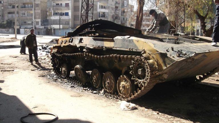 Συνεχίζεται το λουτρό αίματος στη Συρία με 100 νεκρούς | Newsit.gr
