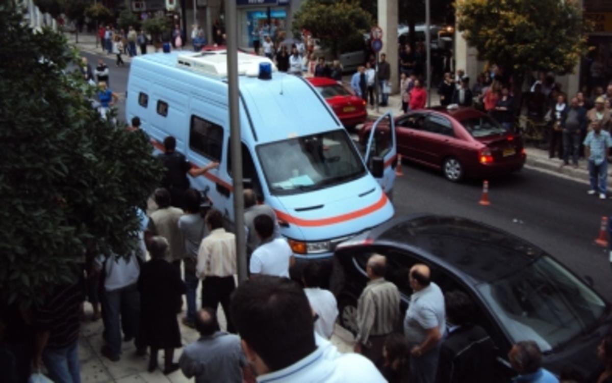Λαμια: Οργή λαού στα δικαστήρια για το σατανικό ζευγάρι -Βίντεο! | Newsit.gr