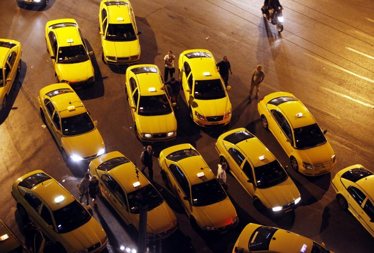 Οδηγοί ταξί έπεσαν θύματα ληστείας από 17χρονους | Newsit.gr