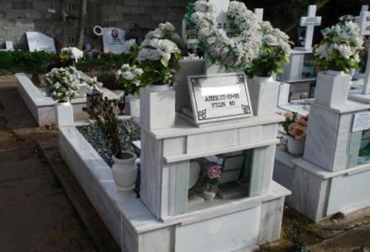 Πάτρα: Την πήρε ο ύπνος μέσα στο νεκροταφείο! | Newsit.gr