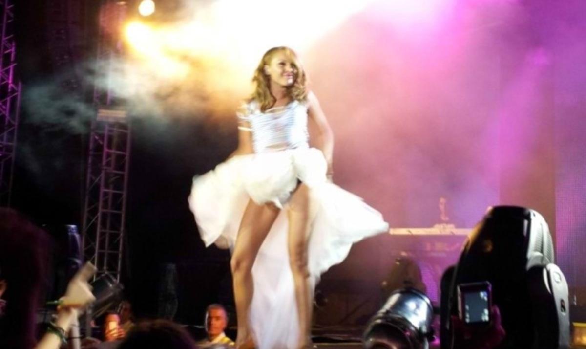 Τάμτα: Η σέξι εμφάνιση στη συναυλία με το Σ. Ρουβά! Φωτογραφίες | Newsit.gr