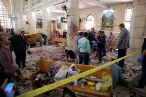 «Μαύρη Κυριακή»! Βομβιστικές επιθέσεις σε χριστιανικές εκκλησίες στην Αίγυπτο – Καμικάζι ανατινάχθηκε έξω από εκκλησία στην Αλεξάνδρεια