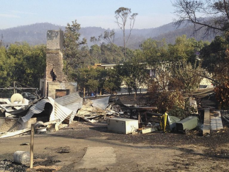 Κόλαση φωτιάς στην Τασμανία, 100 αγνοούμενοι | Newsit.gr