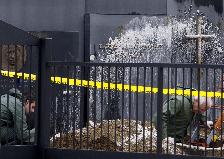 Για λύτρα η κλοπή της σορού του Τ.Παπαδόπουλου; | Newsit.gr