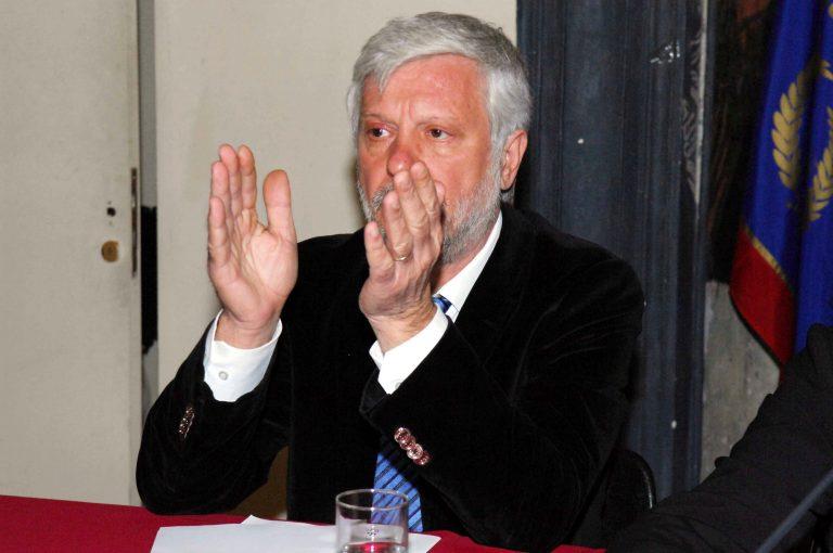 Ο Τατούλης ζήτησε από την αστυνομία να διαλύσει όλους τους καταυλισμούς Ρομά | Newsit.gr