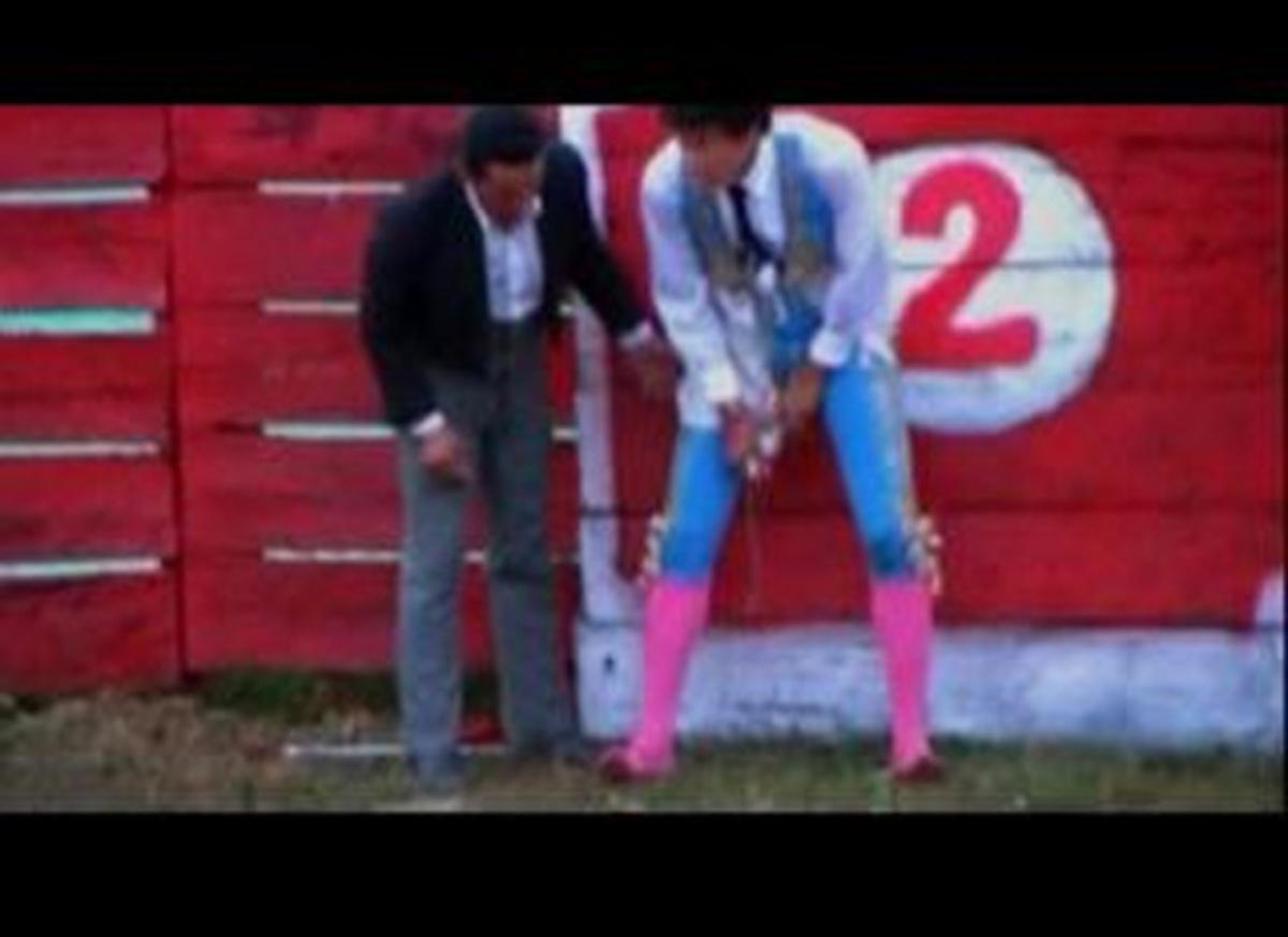 Ο ταύρος του έσκισε το… παντελόνι! – Δείτε το βίντεο   Newsit.gr