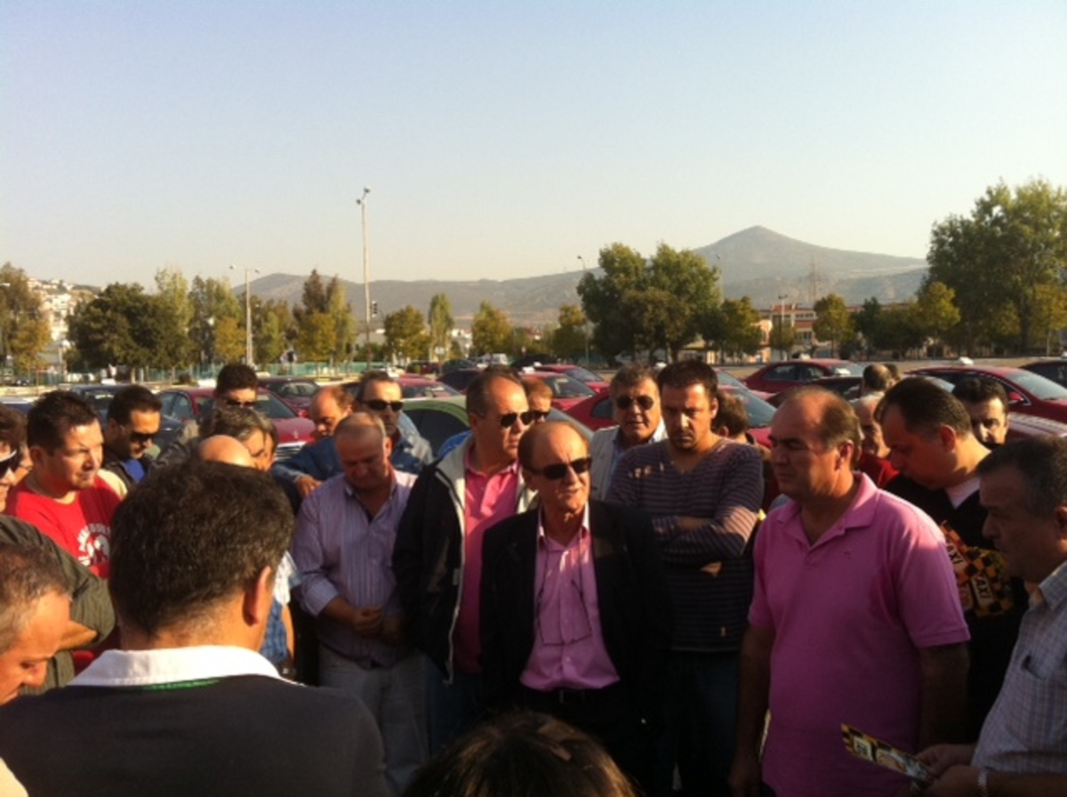 Στηρίζουν το Λυμπερόπουλο οι ταξιτζήδες της Λαμίας   Newsit.gr