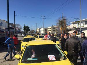 Ταξιτζήδες κατά ΝΔ και… Uber! Γέμισε ταξί η Πειραιώς [pics, vid]