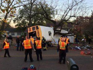 Έξι παιδιά σκοτώθηκαν – Σε δέντρο έπεσε το σχολικό λεωφορείο [pics]