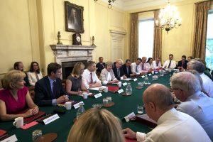 Το πρώτο δύσκολο ραντεβού! Η νέα πρωθυπουργός της Βρετανίας πάει στην Μέρκελ