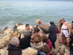 Θεοφάνεια: Χαμός στην Πάτρα – Τσακώθηκαν για τον σταυρό μπροστά στις κάμερες [pics, vid]