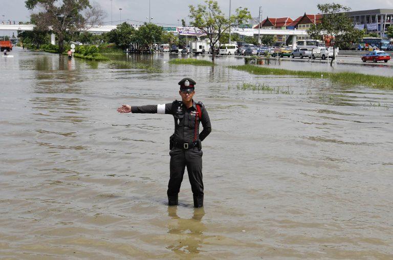 Πάνω από 500 ζωές έχουν χαθεί από τις πλημμύρες σε Ταϊλάνδη, Καμπότζη, Βιετνάμ | Newsit.gr
