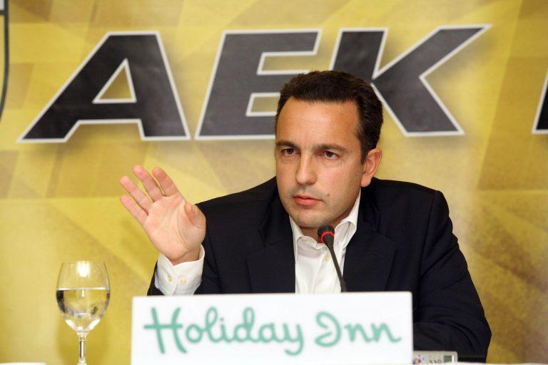 Εξαγριωμένος ο κόσμος της ΑΕΚ   Newsit.gr