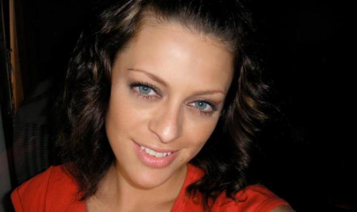 Η τραγουδίστρια Θεανώ κάνει έκκληση για αίμα για τον αδερφό της που πάσχει από λευχαιμία | Newsit.gr