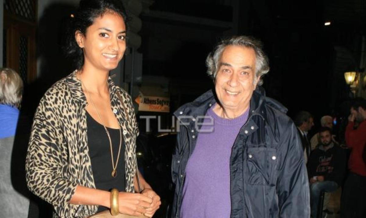 Κ. Αρζόγλου: Βραδινή έξοδος στο θέατρο με την κόρη του! Φωτογραφίες | Newsit.gr
