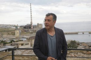 Θεοδωράκης: Καλή δύναμη σε όσους κρατούν όρθια την χώρα