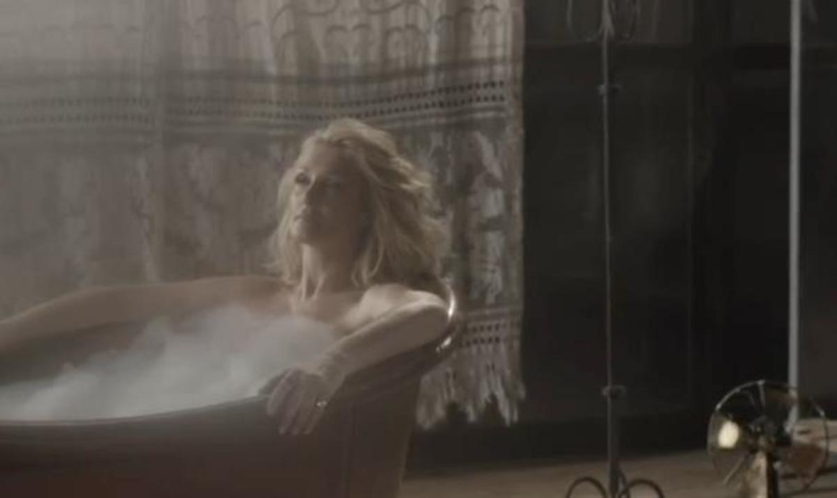 Ν. Θεοδωρίδου: Γυμνή στη μπανιέρα για το νέο της video clip! Video και φωτογραφίες | Newsit.gr