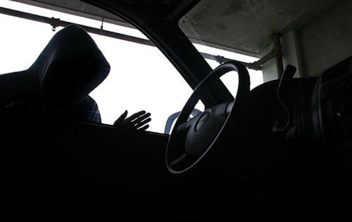 Έκλεψε αυτοκίνητο και φώναξε τον αδελφό του ιδιοκτήτη που έκλεψε να το… τσεκάρει! | Newsit.gr