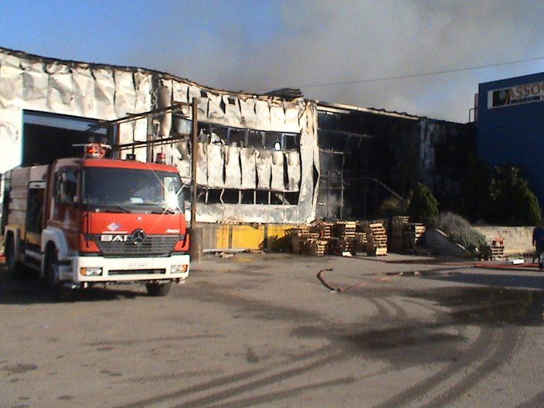 Φωτιά σε εργοστάσιο μπόιλερ   Newsit.gr